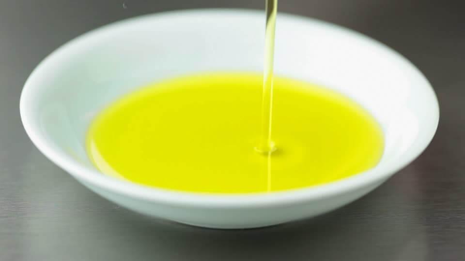 aceite de castor en bol