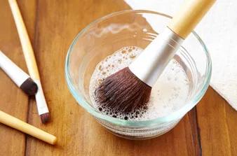 limpiar brochas de maquillaje